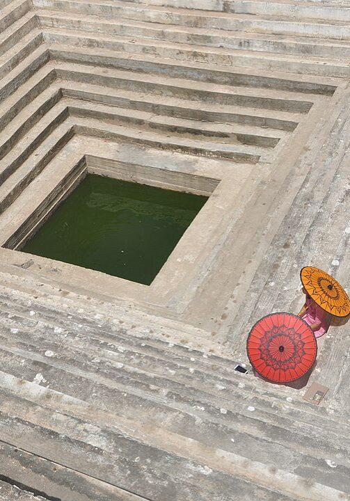 1084px-Kandaw_Mingalar_at_Maha_Sandamuni_Pagoda